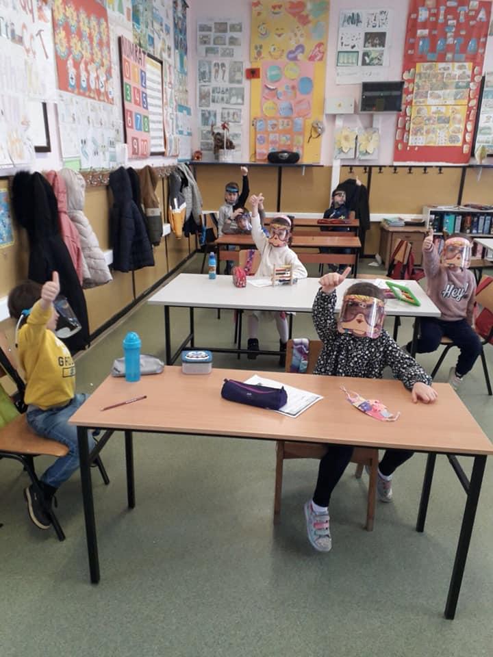 300 maska mbrojtëse vizir për nxënësit donacion nga Zegin në bashkpunim me Komunën Çair
