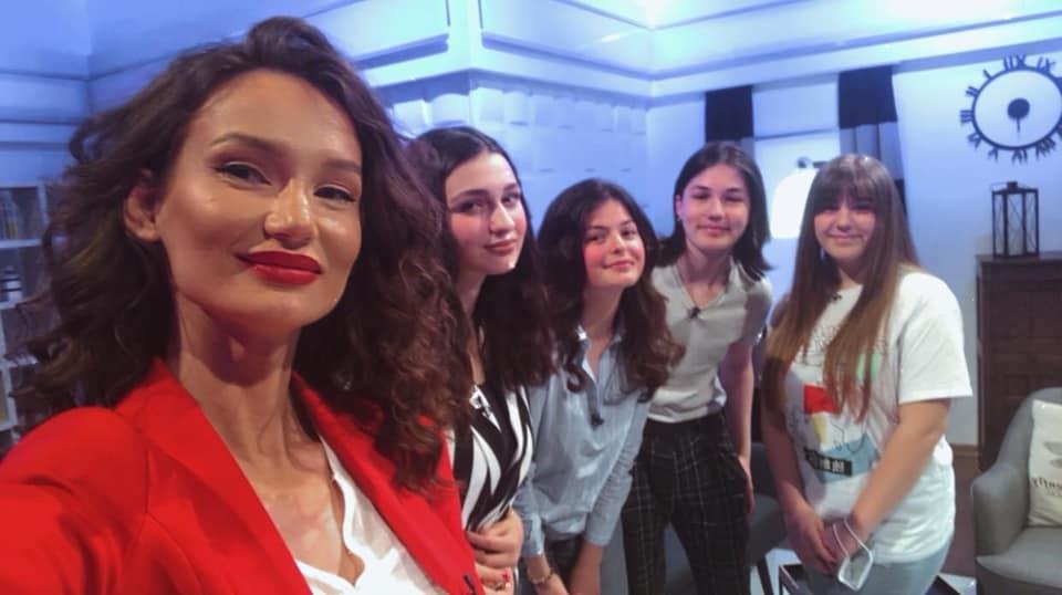 Sot (e shtunë) me fillim në ora 20-00 në emisionin Motiv në TVM2 do të mer pjesē edhe nxënësja e shkollës tonë Ufra Alimi IX-1 Krenohemi me Ufrën!❤️📚🏆